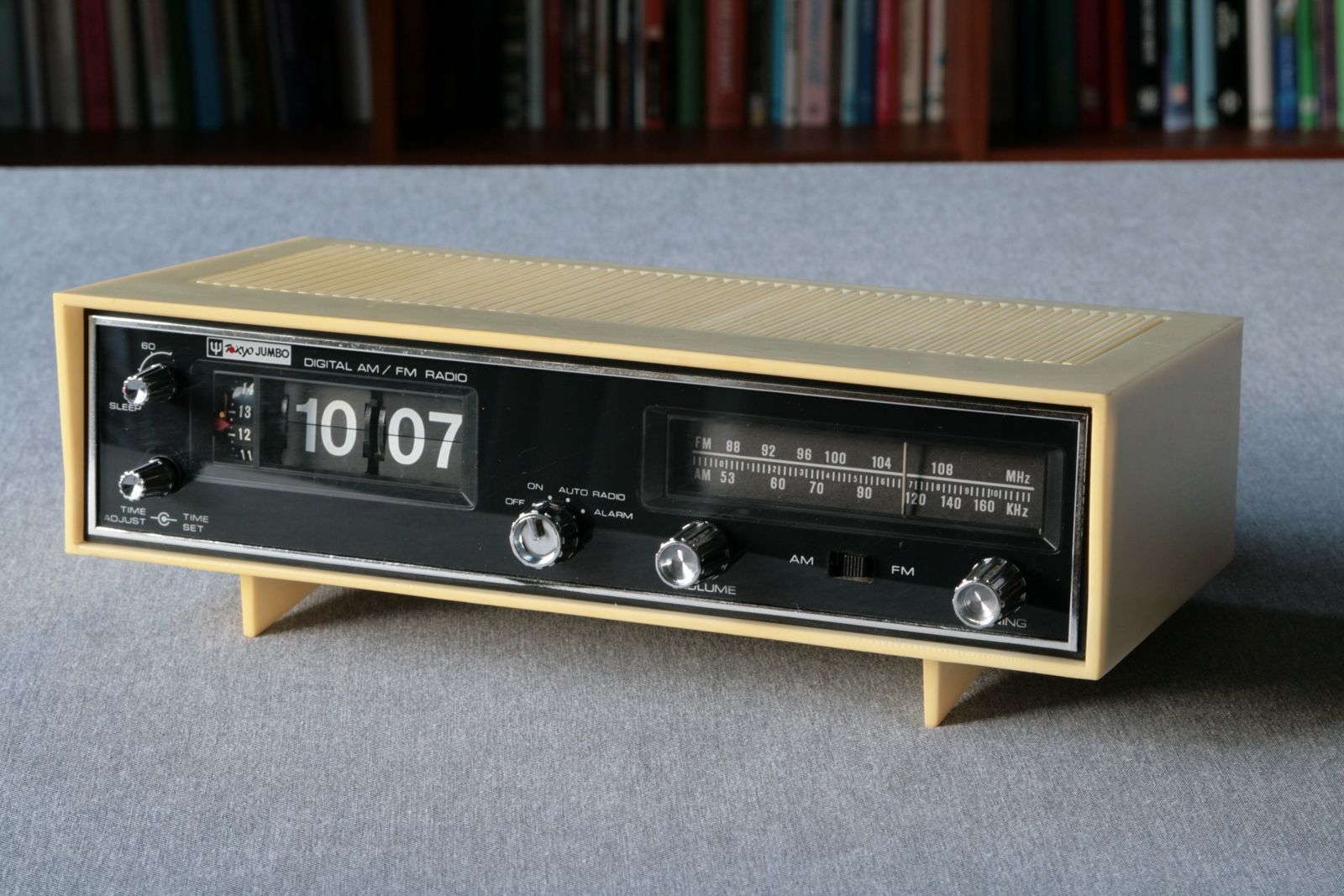tokyo jumbo flip alarm clock radio radio retro. Black Bedroom Furniture Sets. Home Design Ideas