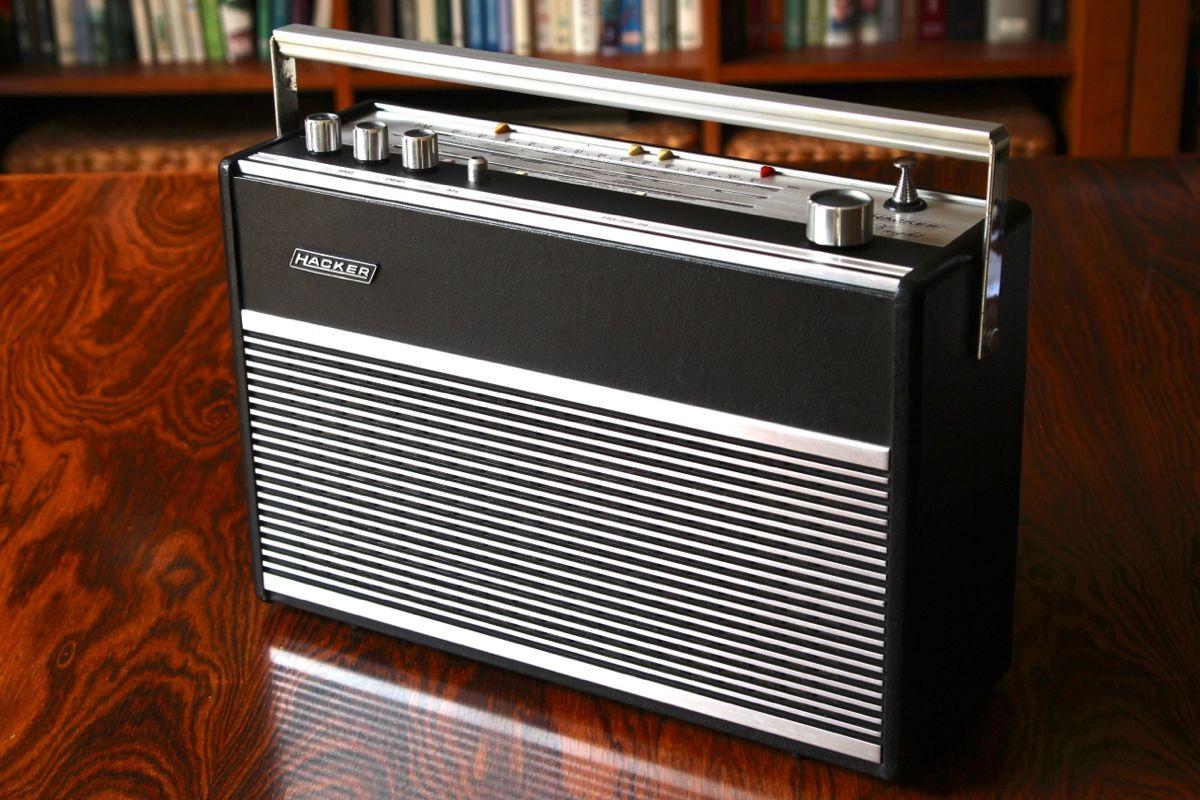 Hacker Black Knight Rp 74 Transistor Radio